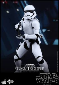 Hot Toys First Order Stormtrooper 04