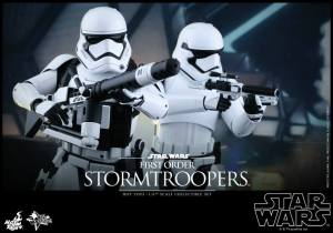 Hot Toys First Order Stormtrooper 06