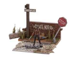 Walking-Dead-Construction-Wolves-Not-Far-003