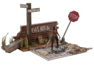 Walking-Dead-Construction-Wolves-Not-Far-005