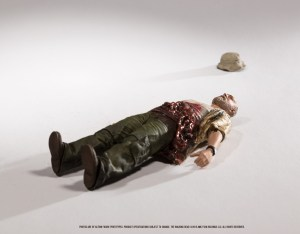Walking-Dead-TV-Series-9-Death-Scene-Dale-003