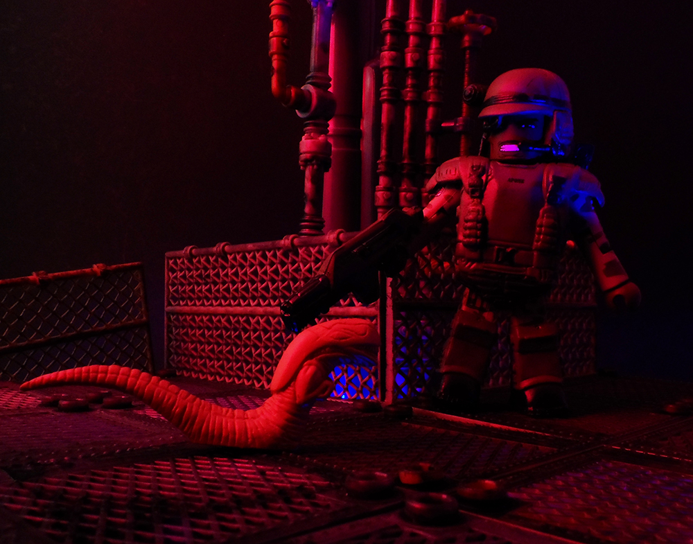 Aliens Minimates Sgt Apone Glowing Alien Review