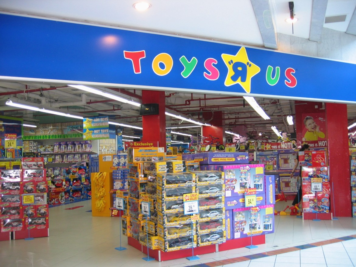 Toys R Us is in Trouble, As It Explores Possible Bankruptcy