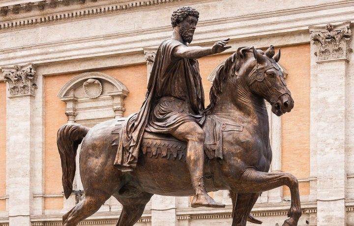 2050px-Equestrian_statue_Marcus_Aurelius_replica,_Capitole,_Rome,_Italy