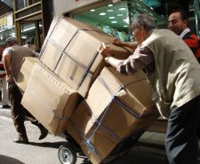 Quaified and reliable residential movers Ontario should provide fast and efficient loading and transportation services.