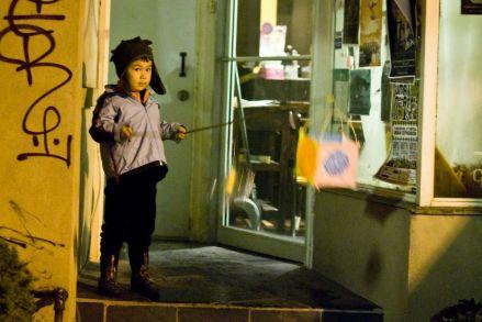 07_lantern_child