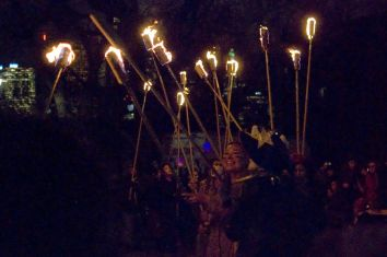 15_torch_bearers