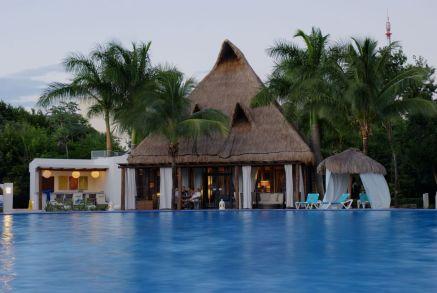 resort_pool_01