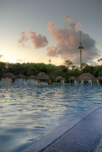 resort_pool_02