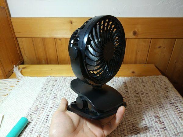 【小型三風機】小さな扇風機は、デスクで使うのに最適かもしれない。