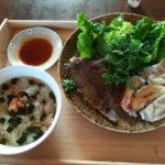 【ニートの朝食】今日の朝ごはんはお茶漬けと餃子と野菜とお魚
