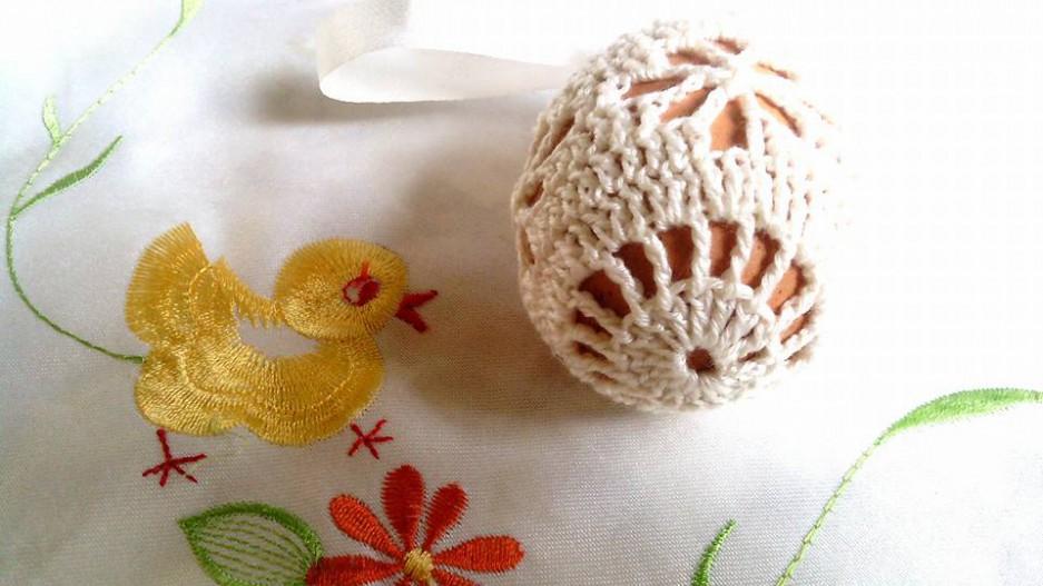 Bieluśkie koszulki do jajek na Wielkanoc