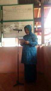 Annisa Parhan ali memberikan sambutannya di Desa Buyan Kelumbi
