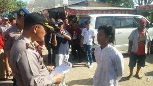Salah seorang penumpang Seno Pati saat di tanyai sedikit oleh AKBP Daniel victor tobing