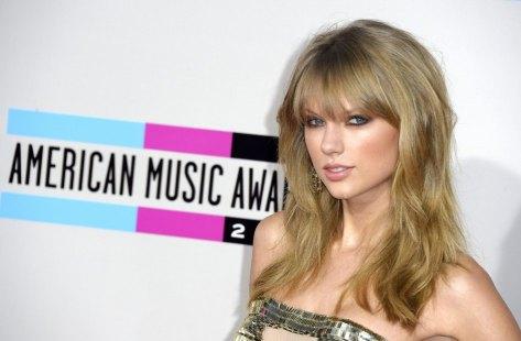 TAYLOR SWIFT, LA MEJOR ARTISTA DEL AÑOLa cantante Taylor Swift, a su llegada a la gala. Taylor Swift ganó cuatro de los premios más importantes, entre ellos, el de mejor artista del año. (Paul Buck / EFE)