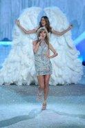 La cantante Taylor Swift durante el Victoria's Secret Fashion Show en el Lexington Avenue Armory de New York - 14/11/2013   EMMANUEL DUNAND - AFP