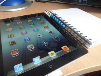 iPad (2010) Diez años después, Steve Jobs revolucionó el mundo de la electrónica con su famosa tableta. Al igual que pasó con el iPhone en 2008, todo el mundo quería tener un iPad, provocando que las grandes marcas también lanzaran sus modelos. Un año más, será el regalo estrella de las navidades.