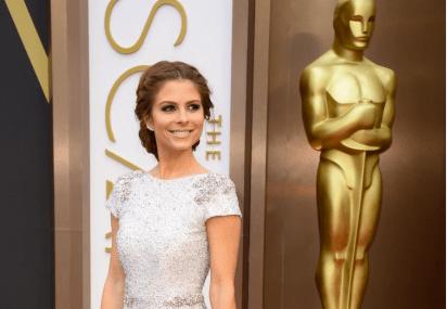 La actriz y presentadora de televisión Maria Menounos ha optado por un modelo de la diseñadora australiana Johanna Johnson y cartera de Ashlyn'd.