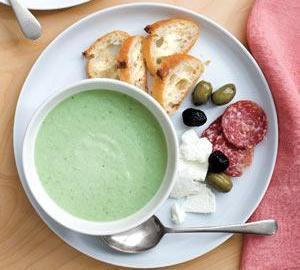 Студена пикантна супа от краставици, колбас, Фета и маслини