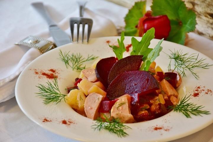 Зимна салата от кореноплодни зеленчуци