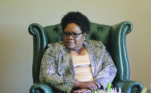 Mugabe dumps Mujuru – Nehanda Radio