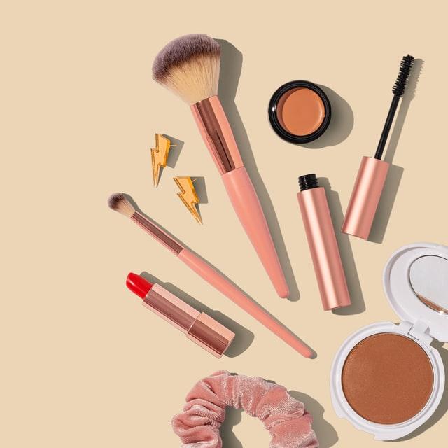 makeup brush lipcolor