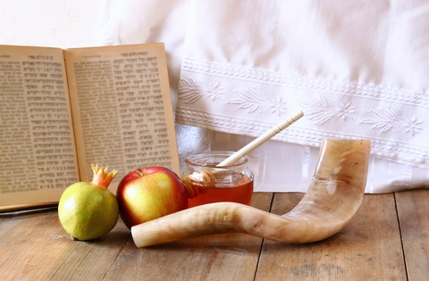 Rosh Hashanah apples pomegranate and shofar