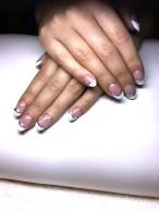 Gelové nehty růžové s bílou a kamínky
