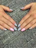 Gelové nehty růžové, šedé a stříbrné