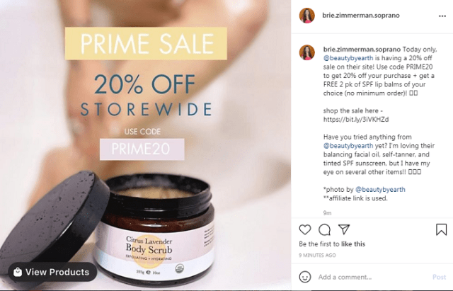 Offer sales', giveaways' and prizes' description in the Instagram e-commerce photo.
