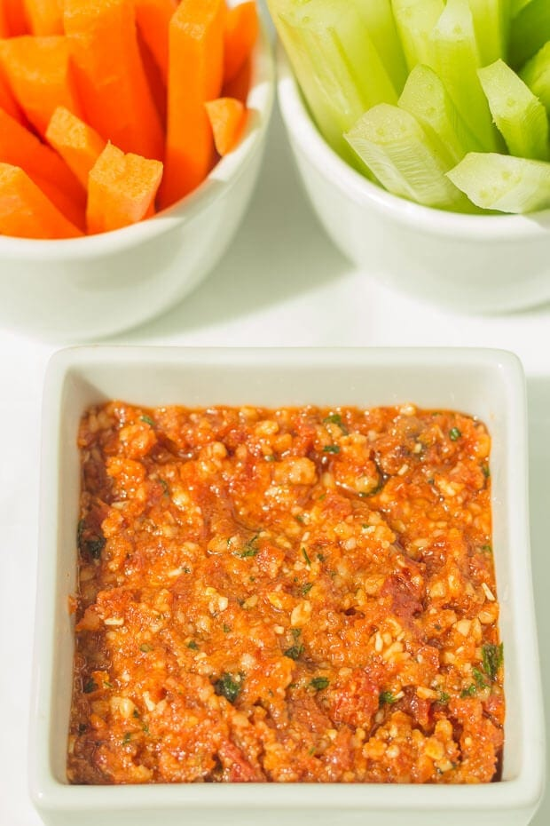 .Red Pesto Dip. These 4 easy healthy dips to make are perfect for sharing with friends or taking to parties. Tasty and delicious, these guilt free dip recipes are made with less salt, are low in fat and have no sugar added unlike shop bought. Your friends will thank you for helping to look after their waistlines!