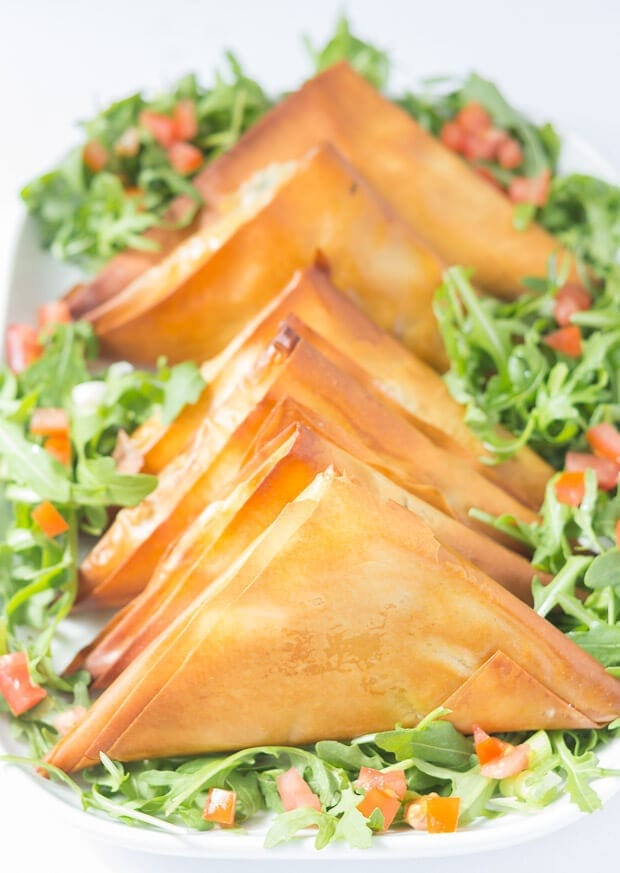 Tomato basil mozzarella filo parcels are a delicious healthier version of empanadas. All the classic flavours you would expect from a tomato basil mozzarella empanada but with less calories and fat!