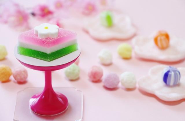 雛祭りのお雛様に飾る菱餅はどんな意味があるのか形の由来と色の意味