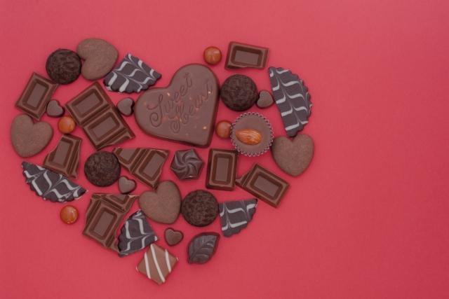 バレンタイン会社で配る義理チョコの予算と職場で迷惑にならない値段