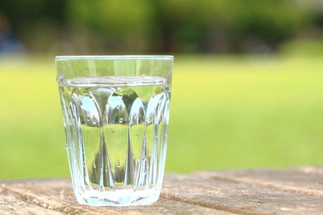 ガラスコップのくもりは原因別に落とす!落ちないグラス汚れにはコレ