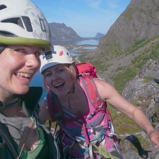 Blide jenter på topp. Foto: Stine Lystad
