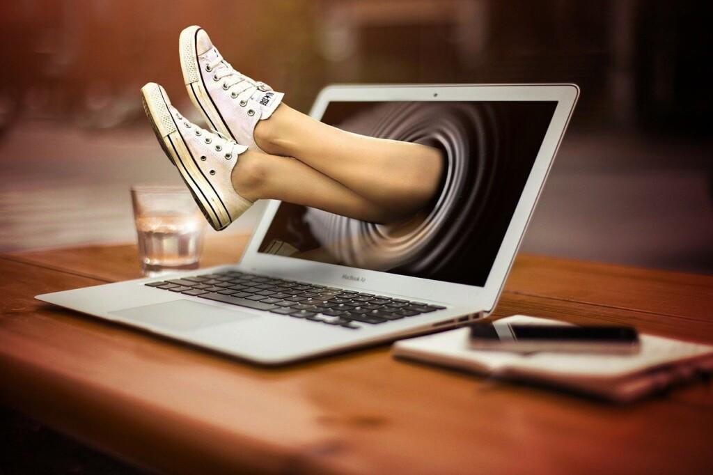 パソコンばかりの毎日。少し気分を変えて歩いてみよう