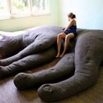 猫のボテ腹に包まれて眠る、そんな夢が実現する猫形のソファ