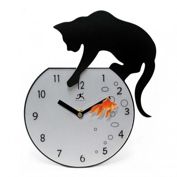 140823fisher1 600x600 - やんちゃな黒猫、時計に泳ぐ金魚を狙い続ける