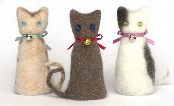 140919cat01 600x364 - やさしく佇む猫毛製猫、京都で「猫毛フェルト」の祭典が開催中