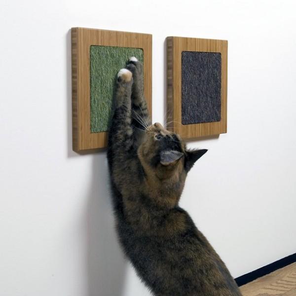 141006catscratcher 600x600 - 体躯を伸ばしご満悦な猫、モダンな爪とぎでストレス解消