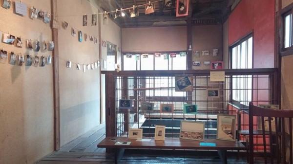 141008onomichi02 600x337 - 猫にまみれる写真展「渾身の猫展」が尾道で開催中。10月末まで