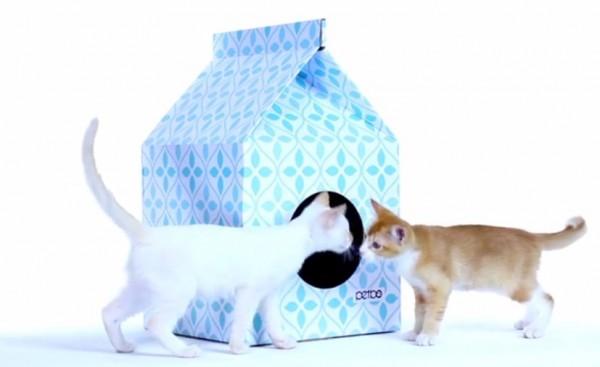 141102petbo 600x367 - 隠れ家に、遊び場に。猫用の牛乳パック型ハウス「Petbo」