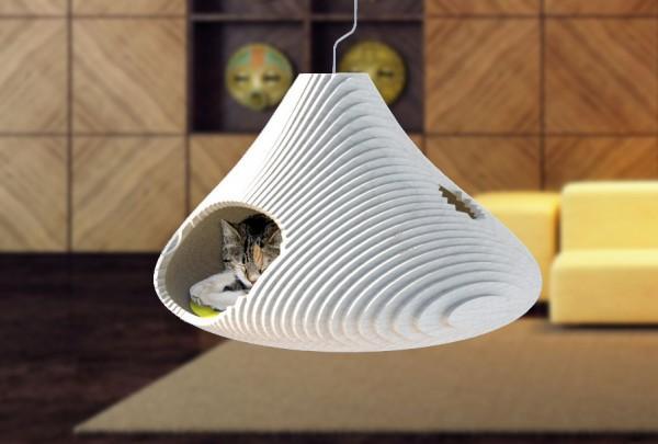 150628CAT A COMBE 600x405 - 富士山みたいなシルエット、宙に浮かべる猫ベッド