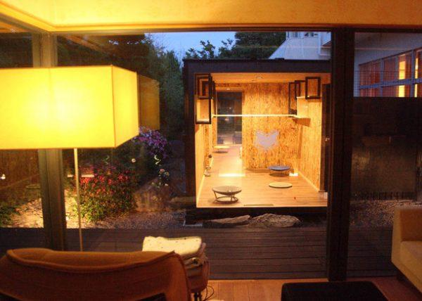 160613nekoniwa04 600x428 - 支援のおかげで猫もスヤスヤ、てしま旅館の「猫庭」完成