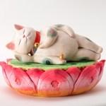 1000点の猫のアートが大集合、「福ねこ展」が目黒雅叙園で開催