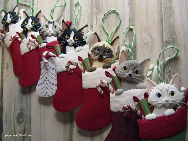 171213catStockings 600x450 - ぴょっこりと猫が顔出す靴下から、紙製立体クリスマスオーナメント