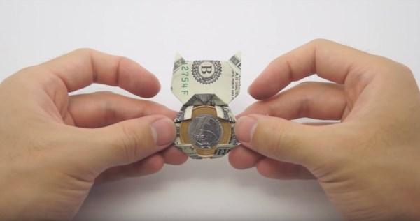 181229cat 600x317 - お年玉に猫のオブジェの折り紙を、500円玉を挟むのに好適