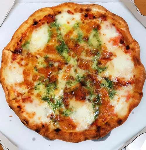 ガストのマルゲリータピザ・チーズ増量