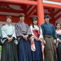 Para Pemeran Live-Action Chihayafuru Tampil Dengan Kostum di 'Kuil Karuta'!